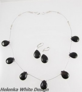 Agate necklace with earrings. - copyright Helen White